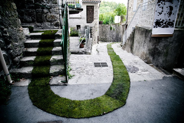 alfombra_roja_de_cesped