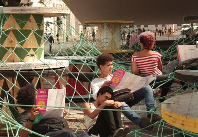 intervencion-urbana-equipamiento-extraordinario-punto-de-encuentro-e-interaccion-social-basurama-sao-paulo-more-than-green-5