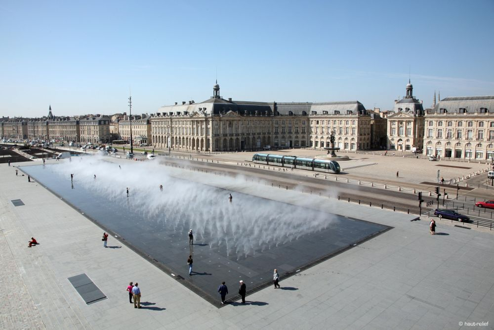 water-mirror-place-cool-off-bourdeaux-more-than-green-01