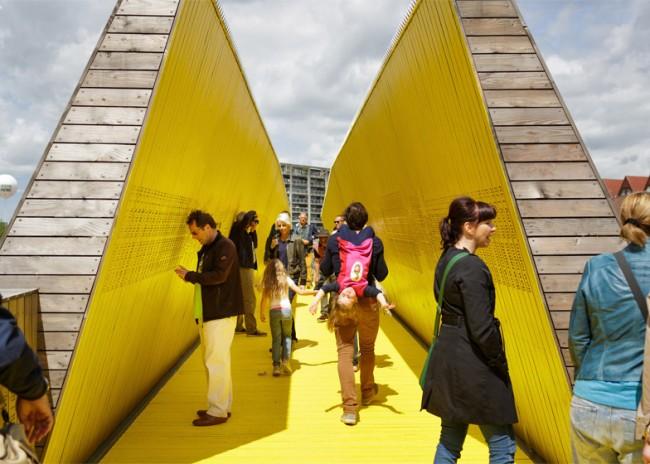 puente-peatonal-luchtsingel-urbanismo-crowdfunding-rotterdam-pedestrian-bridge-urbanism-more-than-green-morethangreen-1