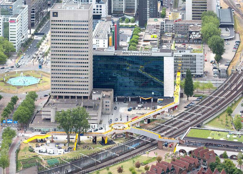 puente-peatonal-luchtsingel-urbanismo-crowdfunding-rotterdam-pedestrian-bridge-urbanism-more-than-green-morethangreen-11