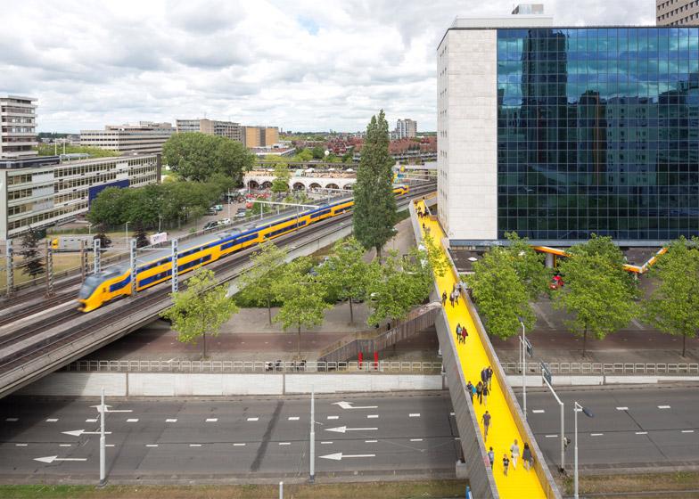 puente-peatonal-luchtsingel-urbanismo-crowdfunding-rotterdam-pedestrian-bridge-urbanism-more-than-green-morethangreen-7